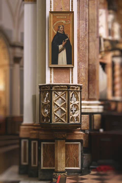 Púlpito Gótico en la Catedral de Valencia.