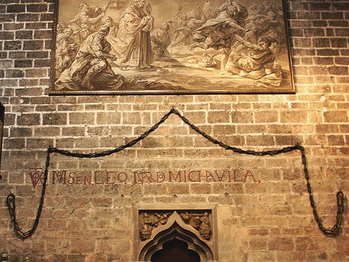 Cadenas del puerto de Marsella, traídas por Alfonso V el Magnánimo.