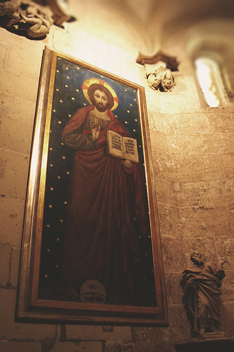 Dos capillas en el pasadizo de la Capilla del Santo Cáliz.