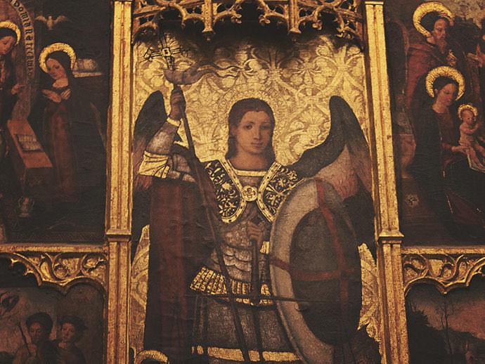 San Miguel Arcángel, vestido como general de los ejércitos celestiales.