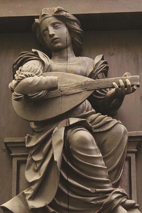 Tallas de puro estilo renacimiento diseñadas en 1510 por Fernando Yáñez de la Almedina, discípulo de Leonardo de VincI.