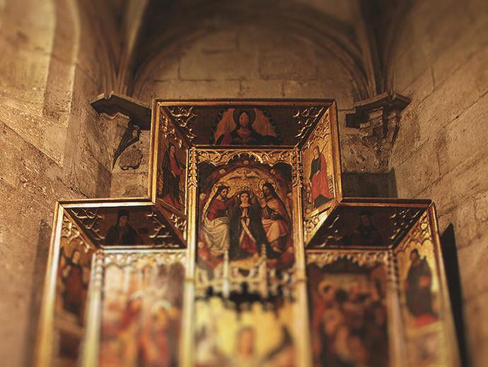 Guardapolvo del retablo de San Miguel Arcángel.