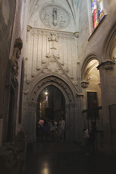 Portada gótica labrada por Pere Balaguer en 1424.