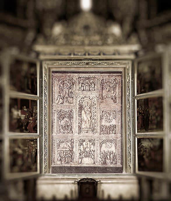 Antiguo retablo renacentista de plata, fundido en Mallorca en 1812.