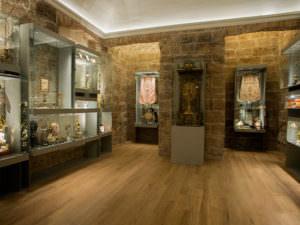 """Sala del """"Tesoro"""", dedicada a la orfebrería en el Museo Catedral de Valencia."""
